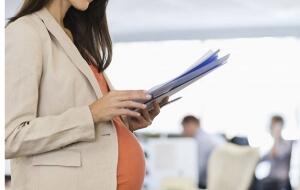 Правила и алгоритм оформления декретного отпуска по беременности и родам на работе - документы и образцы,
