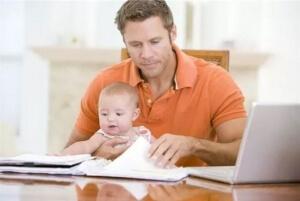 Мнение юриста: может ли муж получить декретные пособия по беременности, родам, уходу за ребенком?
