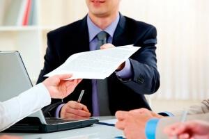 Правила оформления и образец заявления на выход из отпуска по уходу за ребенком до 3 лет на работу раньше срока