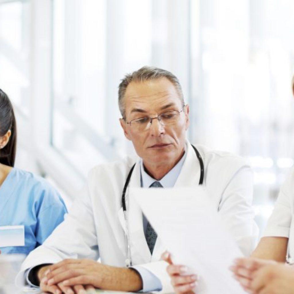 Сколько дней отпуск у врача: минимальная продолжительность отдыха для медицинских работников, у медсестры, уборщицы больницы, фармацевта аптеки